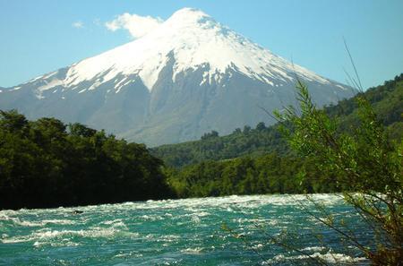 Day Trip to Osorno Volcano and Petrohue from Puerto Varas