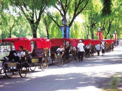 Beijing: Shichahai Lakes 2.5-Hour Rickshaw Tour