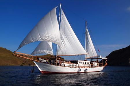 5 Days Aboard The Antares Sailing Cruise From The Gilis To The Komodo National Park