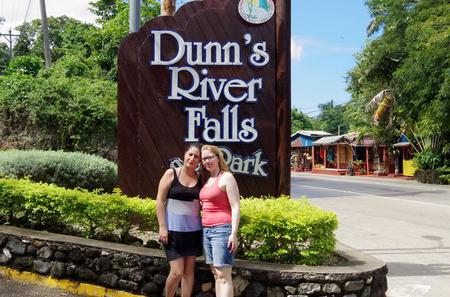 Dunn's River Falls and Fern Gully Highlight Adventure Tour from Kingston
