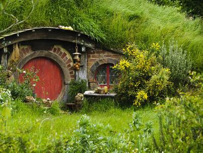 Waitomo Caves and Hobbiton Movie Set Experience - Day Trip from Auckland
