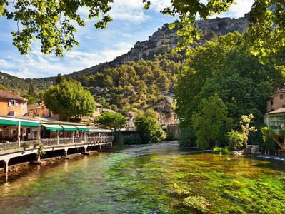 Fontaine de Vaucluse + Isle sur la Sorgue Private Tour
