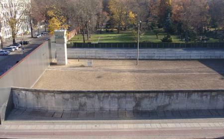 Berlin Wall Tour: Checkpoint Charlie to Bernauer Straße