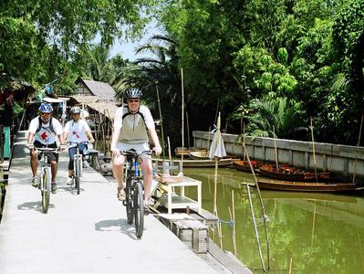 Bangkok Floating Market Bike Tour with Longtail Boat Ride and Temple Visits
