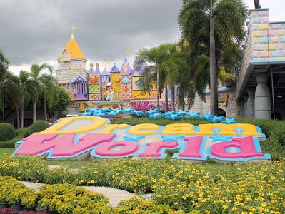 Dream World Private Tour with Snow Town and 4D Adventure from Bangkok