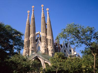 The Gaudi Tour with Skip the Line Tickets to the Sagrada Familia + Guided Visit