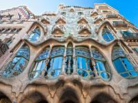 Barcelona Sightseeing with Entrance to Spanish Village Parque Guell and Montjuic Cable Car