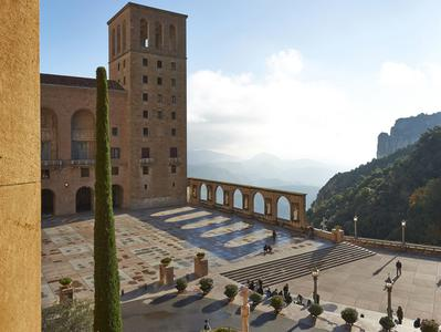 Overnight Tour to Montserrat Monastery with Guided Visit Funicular and Day at Leisure