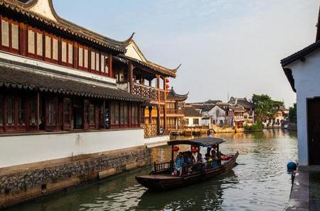 Zhujiajiao Ancient Town and Night Luxury Cruise Tour with Buffet in Shanghai