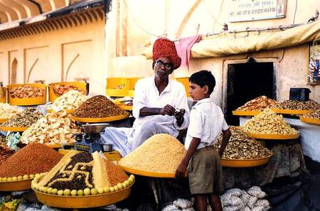 Shopping Experience: Guided Tour of Delhi's Markets