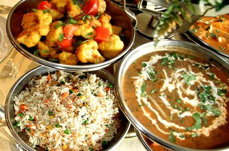 Indian Family Home Visit and Vegetarian Cooking Experience in Delhi