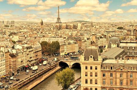 Paris Day City Tour with Lunch : Ile de la Cite, Montparnasse Tower, and Hop-on-Hop-off