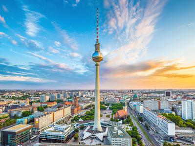 Berlin TV Tower Skip the Line Access and VIP Champagne Breakfast