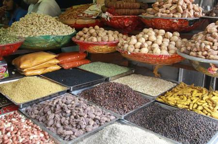 Visit to a Spice and Vegetable Market in Delhi including a Cooking Demo and Lunch with a Local