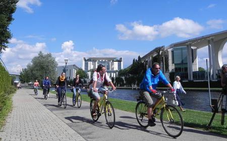 4-Hour Bike Tour through West Berlin