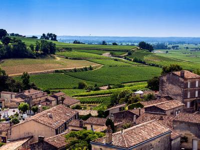 Saint Emilion Chateaux Tour with 2 Chateaux Visits a Wine Tasting Class and Apertif - Winter Tour