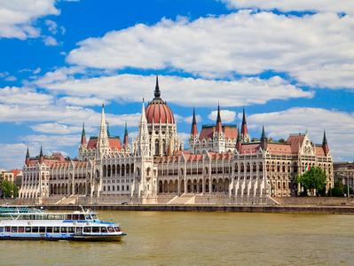 Budapest Hop On Hop Off Sightseeing Tour by Boat