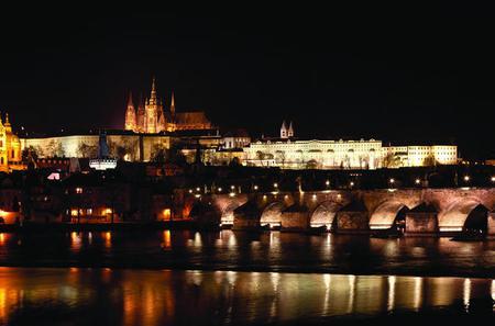 2-hour Night Dinner Cruise on Vltava River in Prague