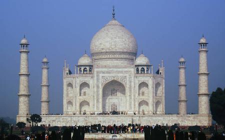 A Night in Agra: Taj Mahal & Fatephur Sikhri 2-Day Tour
