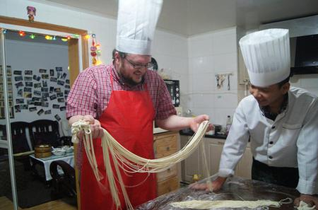 Chinese Ramen and Steam Bun Cooking Class and Wet Market Visit