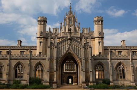 Cambridge University Walking Tour with Saint John's College