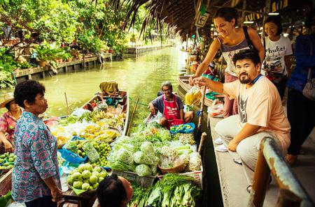 Private Tour: Weekend Floating Market with a Local from Bangkok