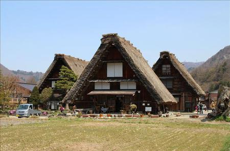 2-Day Tateyama Kurobe Alpine Route, Shirakawago and Hida-Takayama Bus Tour from Osaka