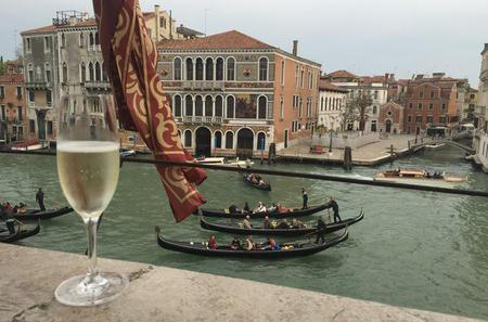 Gondola and Gala Dinner in a Venetian Palace