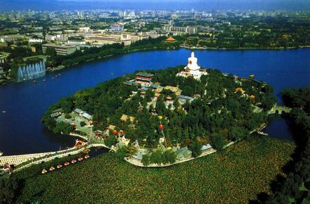 Private Day Tour to Jingshan Hill and Beihai Park plus Hutong with Imperial Lunch