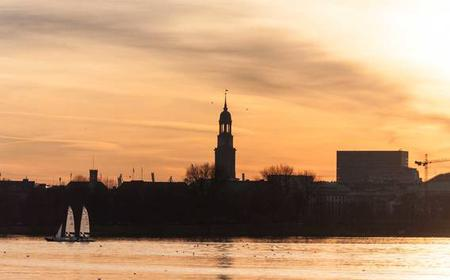 Hamburg: Private 2-Hour Sailing Trip on Alster River