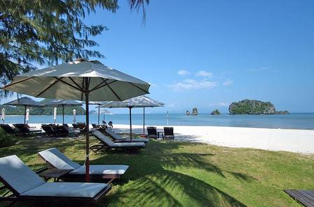 Private Half-Day Tanjung Rhu Beach and Mangrove Forest Boat Tour in Langkawi Including Eagle Watching