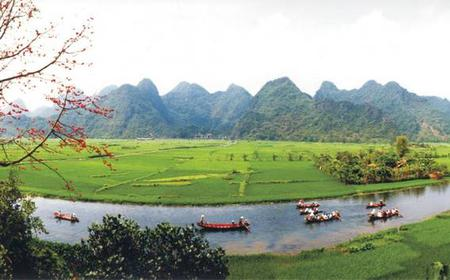 Private Day Trip to Perfume Pagoda from Hanoi