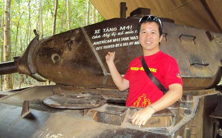 Deluxe Saigon City & Cu Chi Tunnels Small Group Tour