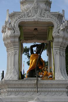 Mae Toranee Statue