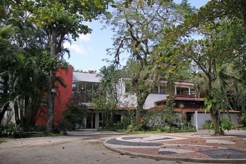 Casa do Pontal Art Museum