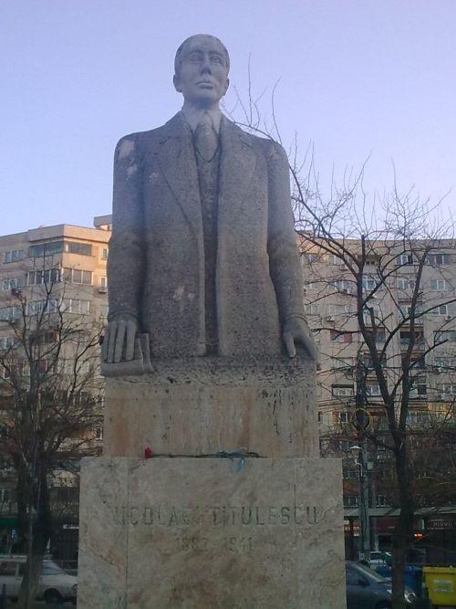 Statuie Nicolae Titulescu