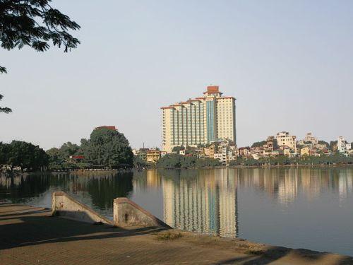 Trúc Bạch Lake