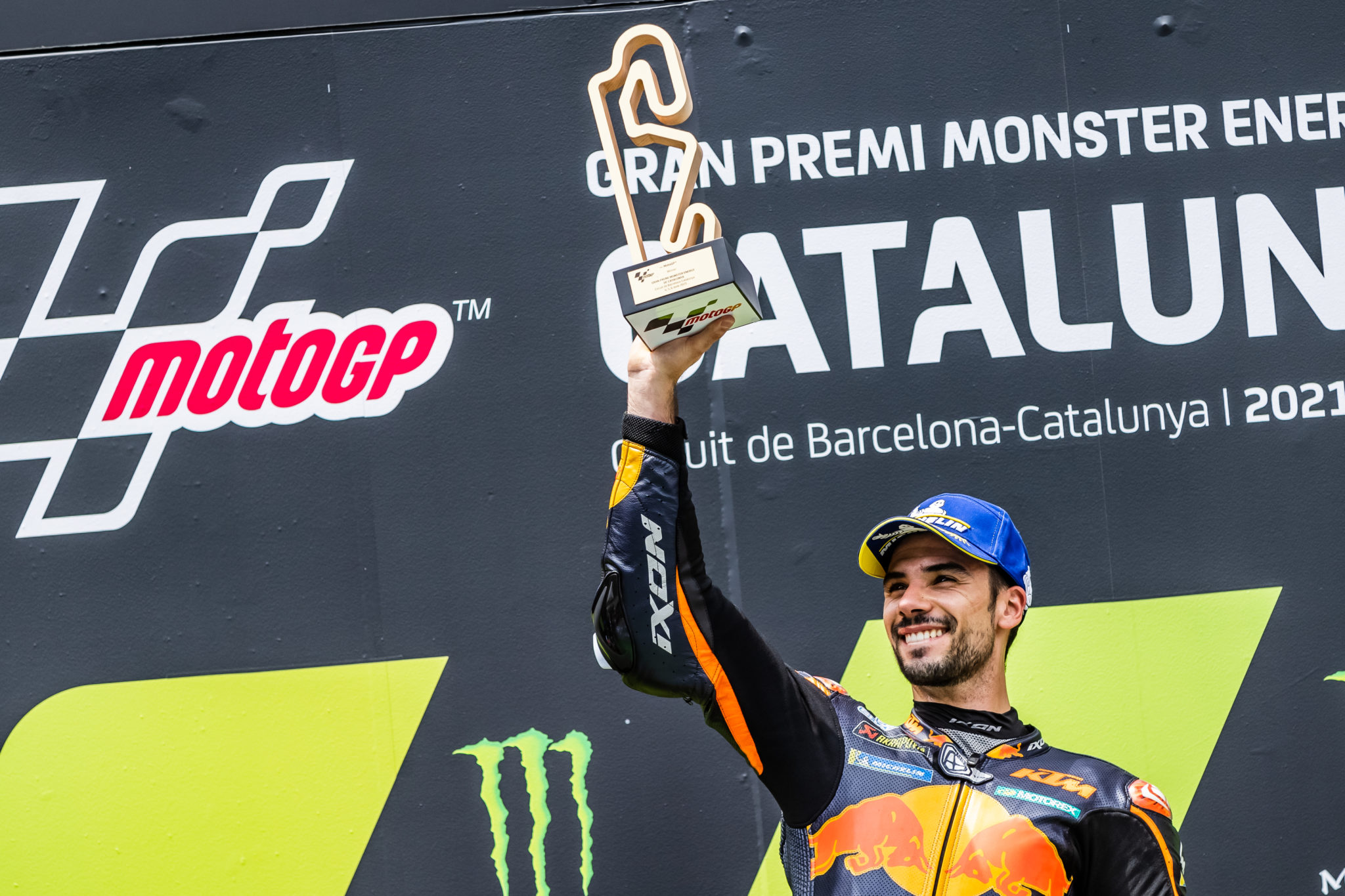 Miguel Oliveira scores his first victory in the Catalan GP.