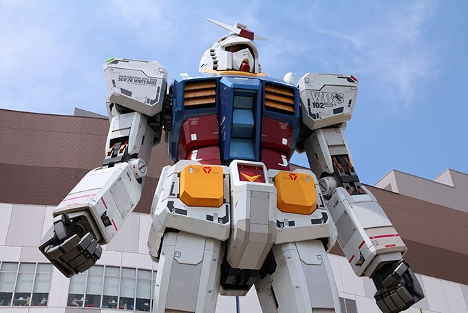 Unicorn Gundam Statue at Diver City