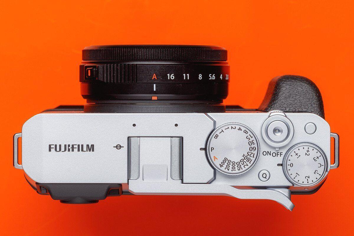 Fujifilm-X-E4-6.jpg