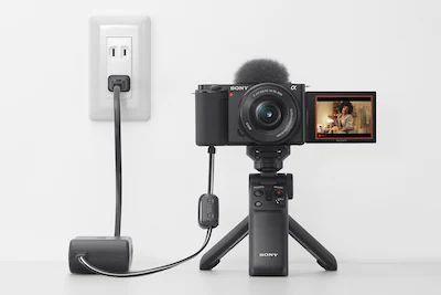 Máy ảnh Sony ZV-E10 có thể cấp nguồn bằng nhiều cách khác nhau