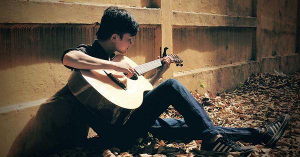 Các phụ kiện hỗ trợ tập chơi guitar acoustic hiệu quả