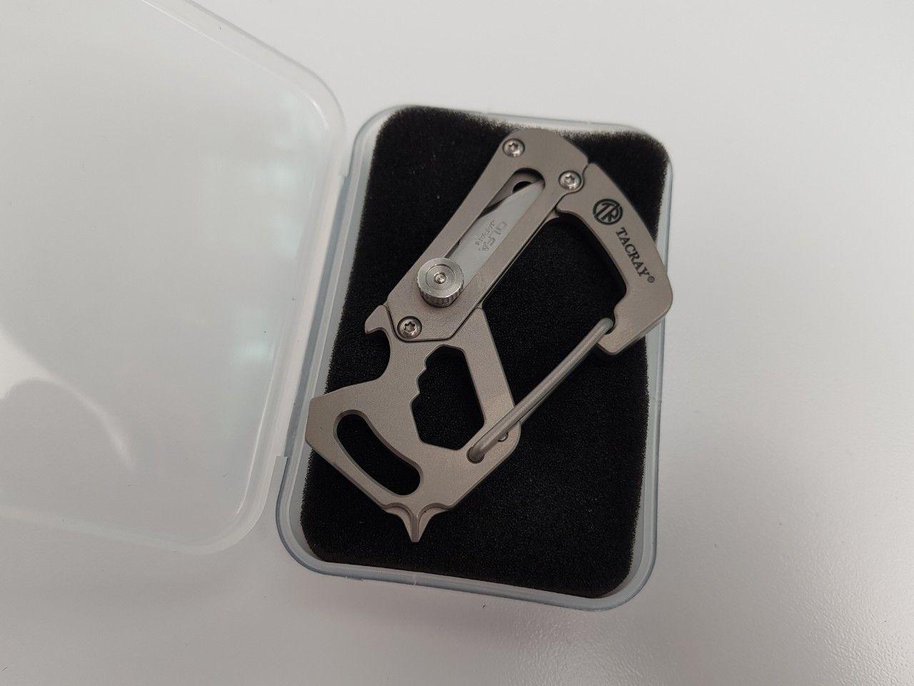 TACRAY - Carabiner INCH Titanium kèm dao rọc giấy (YSK1801) Bản mới