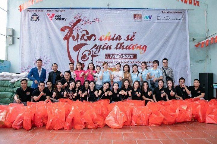 CEO MLi Việt Nam - Huyền Lizzie làm thiện nguyện dịp cuối năm cùng dàn mỹ nhân đình đám