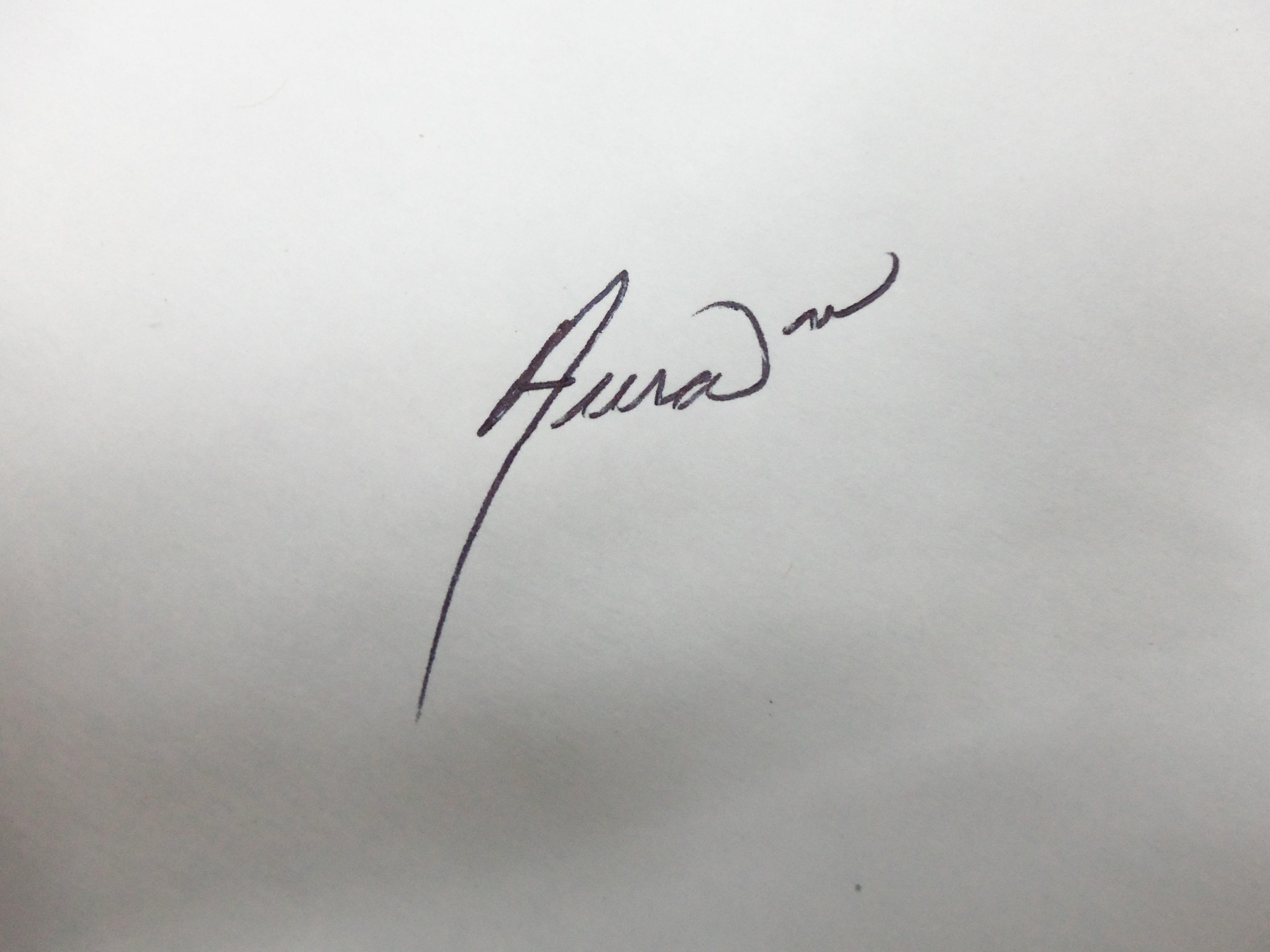Aura Bobadilla's Signature