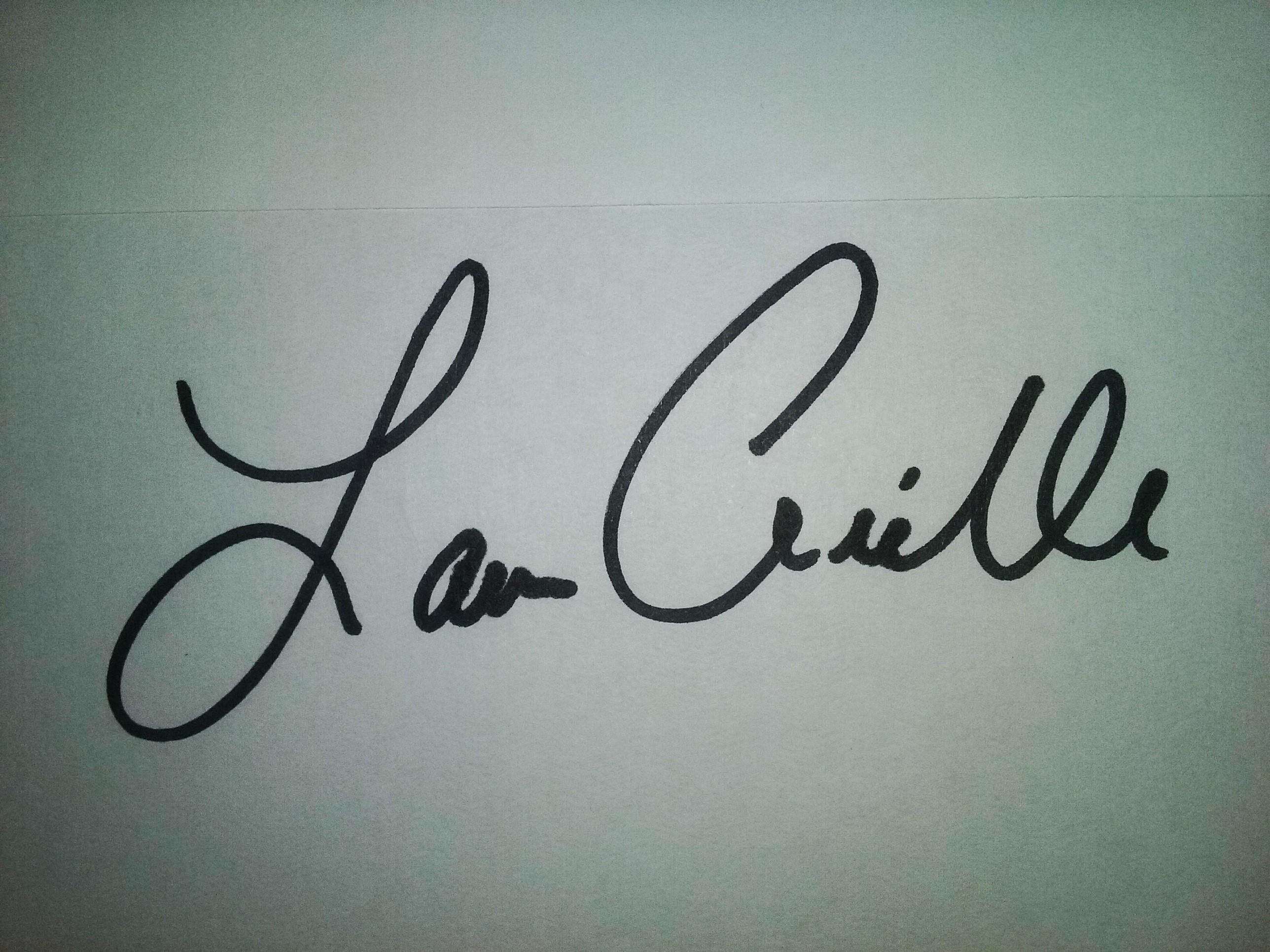 Lauren Arielle's Signature