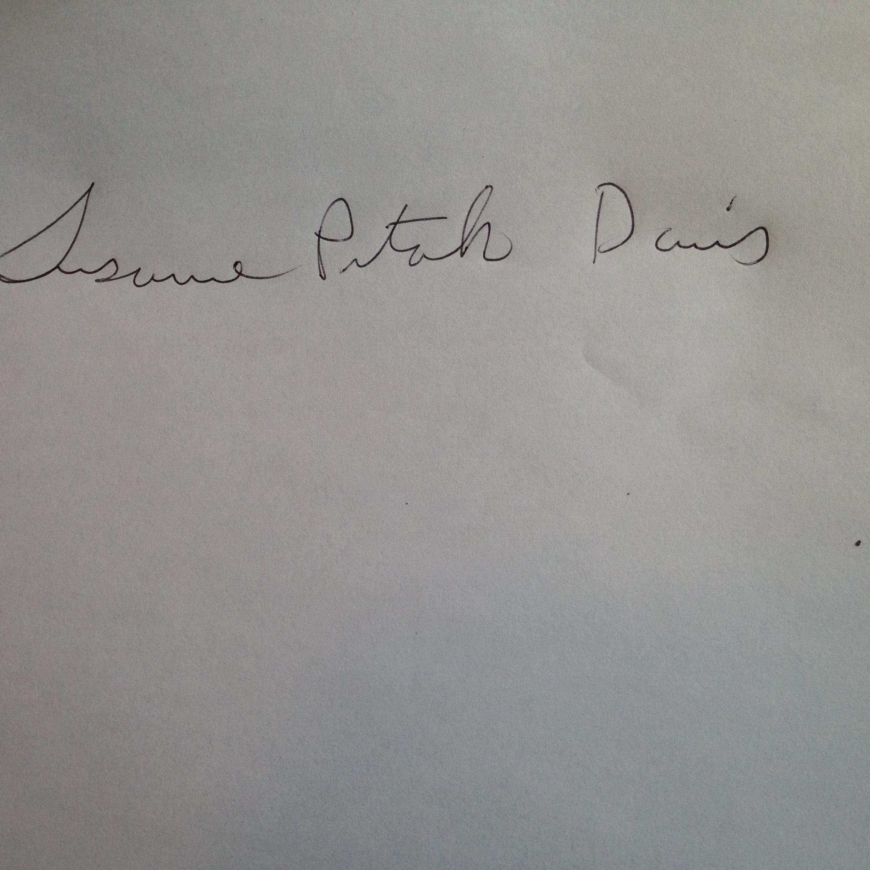 Susanne Pitak Davis's Signature