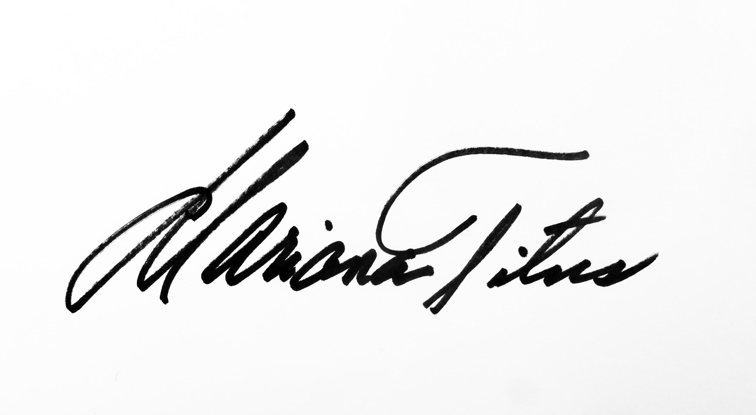 Mariana  Titus's Signature