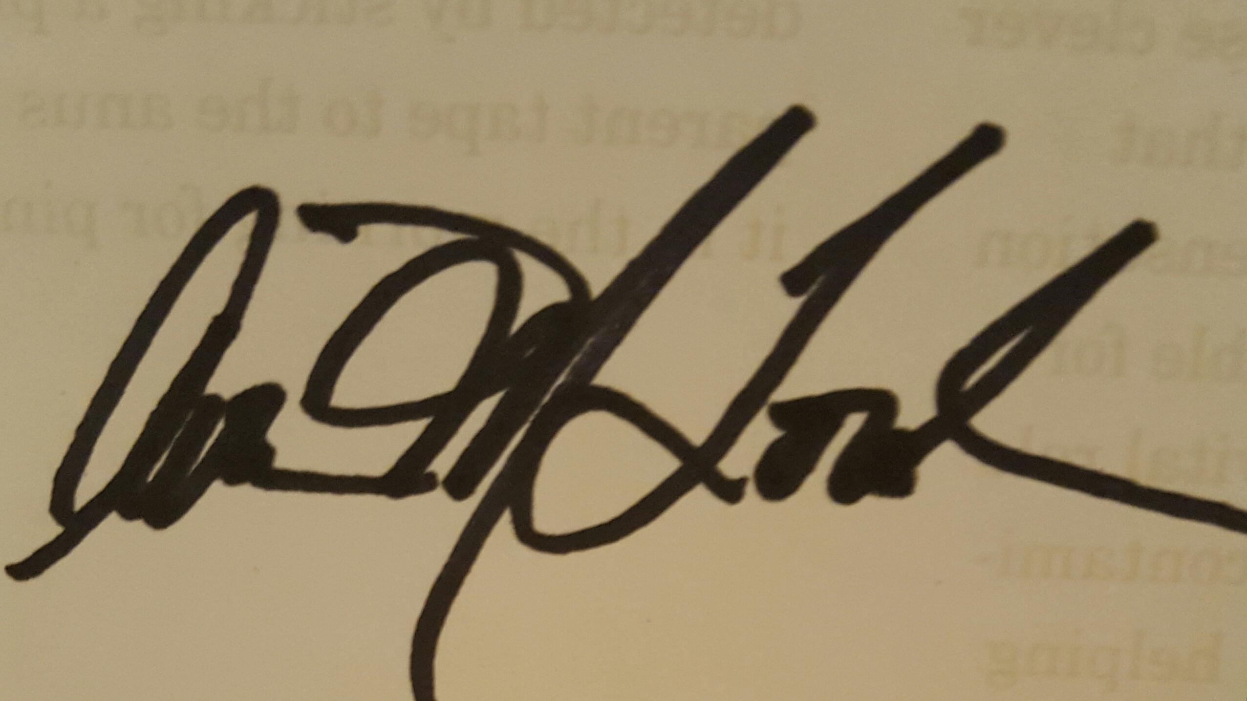 Avion Lourde's Signature