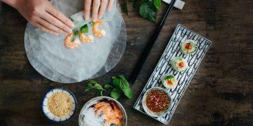 Fresh Summer Rolls w: tiger prawns - Pho and Bun